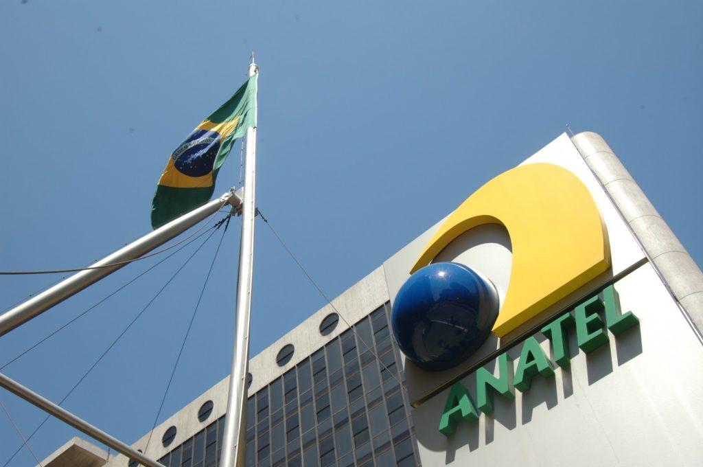 Notícia: Anatel deve lançar ação contra amplificadores irregulares de sinais de telefonia móvel.