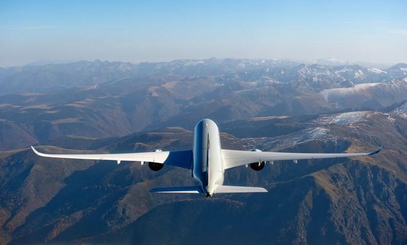 Aviões seguem estradas invisíveis no céu e não podem ir por onde quiserem
